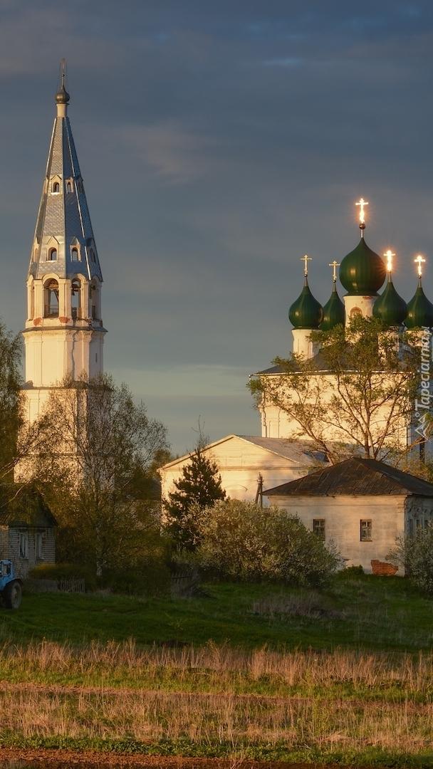 Cerkiew i dzwonnica we wsi Osenevo