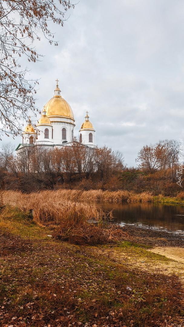 Cerkiew nad rzeką Tsna