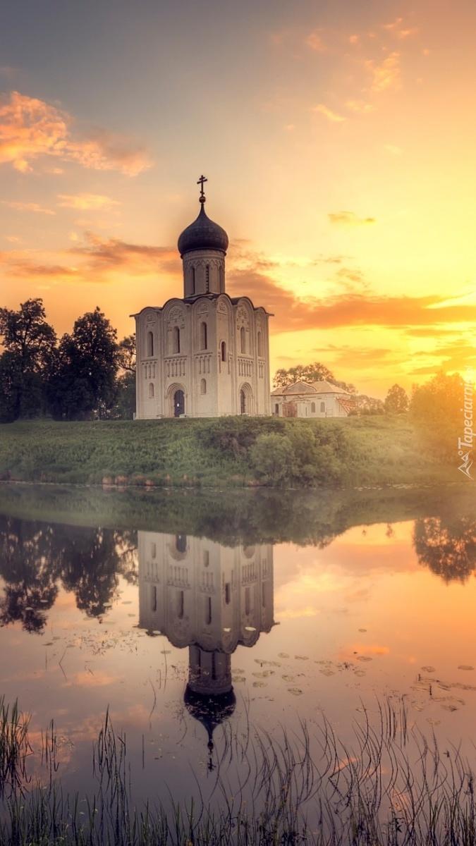 Cerkiew o zachodzie słońca