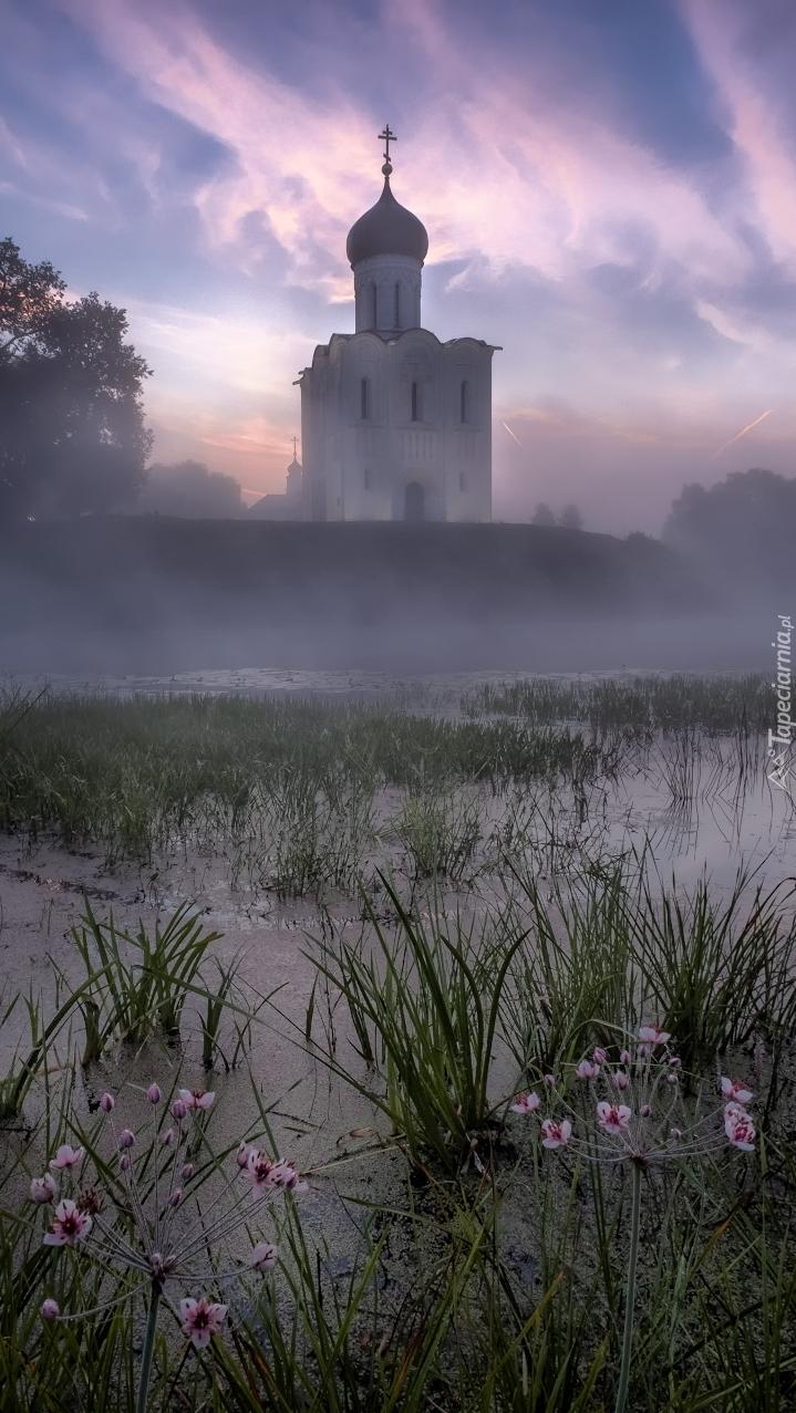 Cerkiew Opieki Matki Bożej we mgle