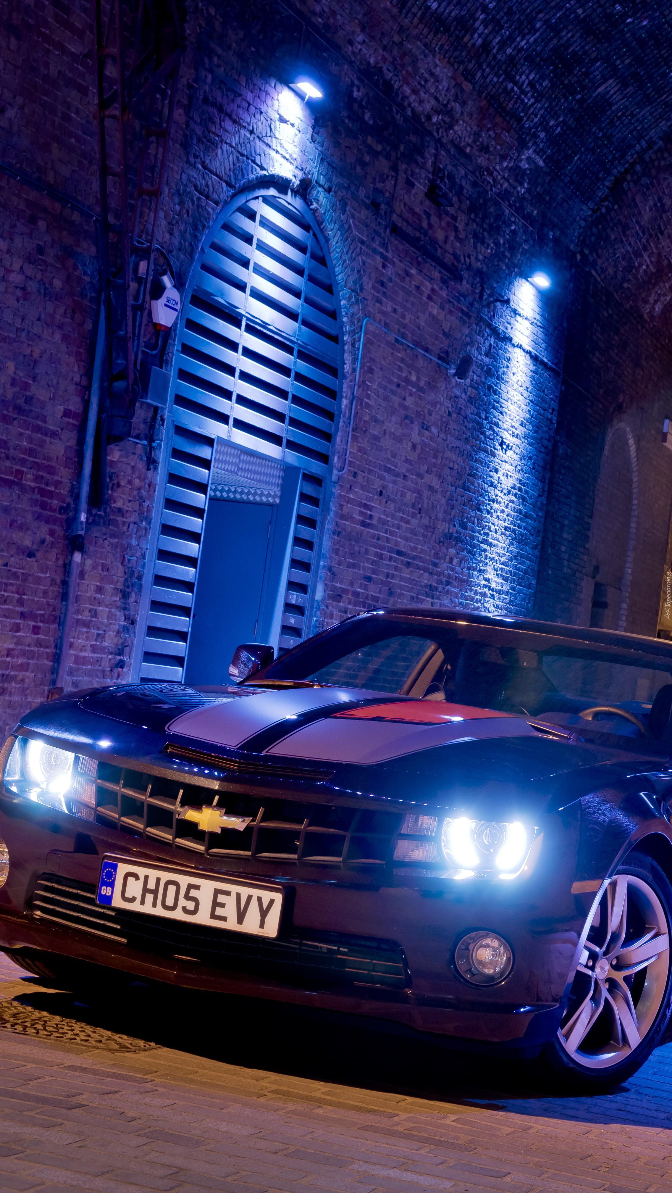 Chevrolet Camaro nocą