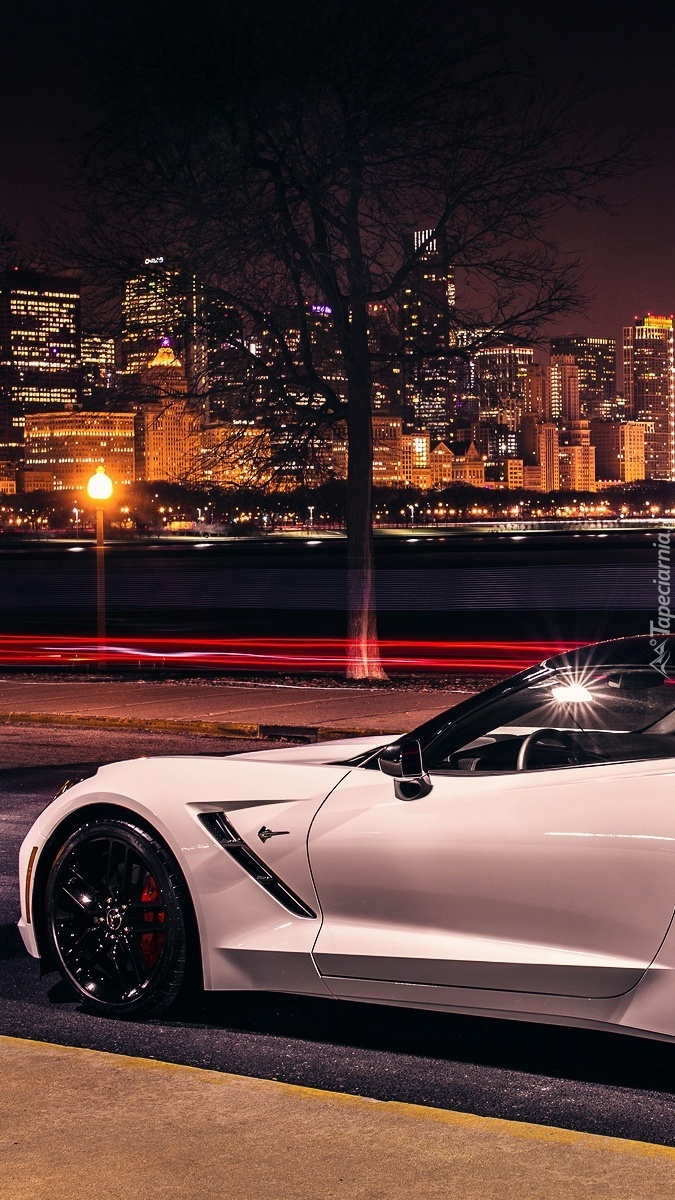 Chevrolet Corvette Stingray C7 na ulicy