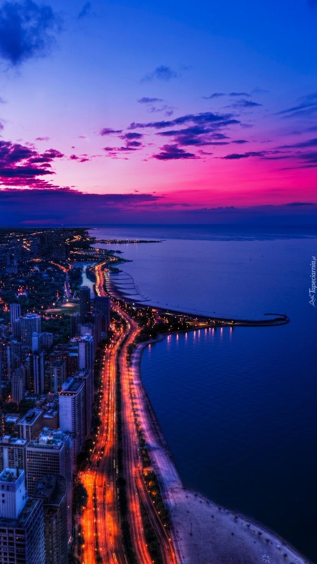 Chicago nocą z lotu ptaka