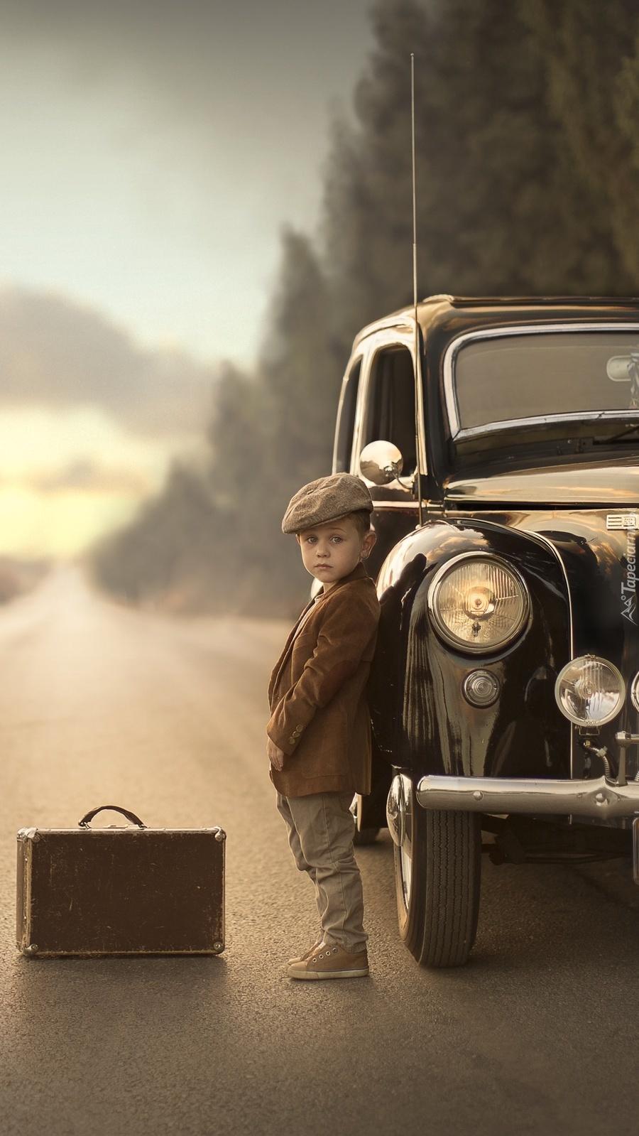 Chłopczyk przy Fordzie