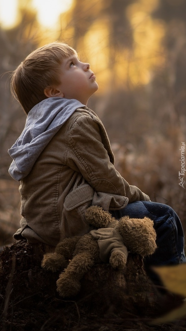 Chłopiec z pluszowym misiem