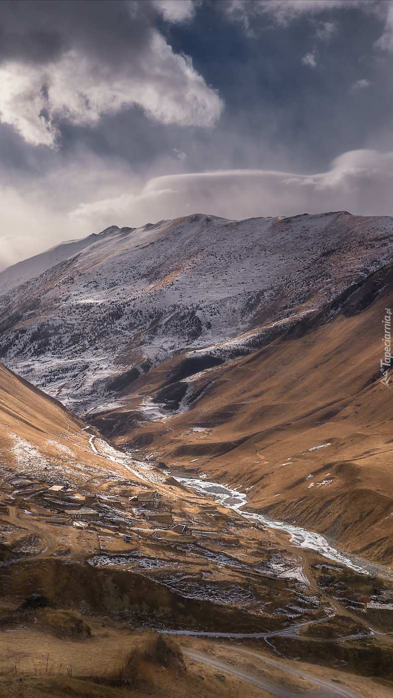 Chmury nad górską doliną