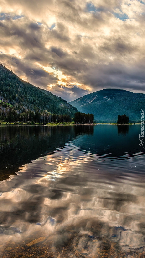 Chmury nad jeziorem Monarch Lake
