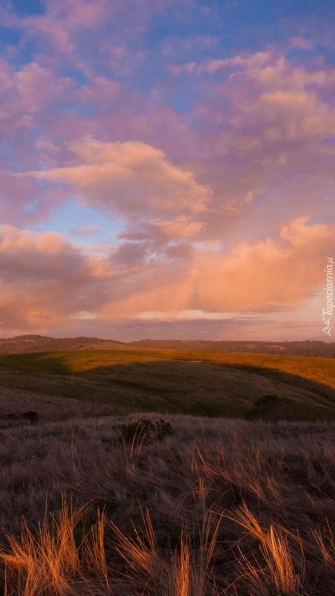 Chmury nad wzgórzami