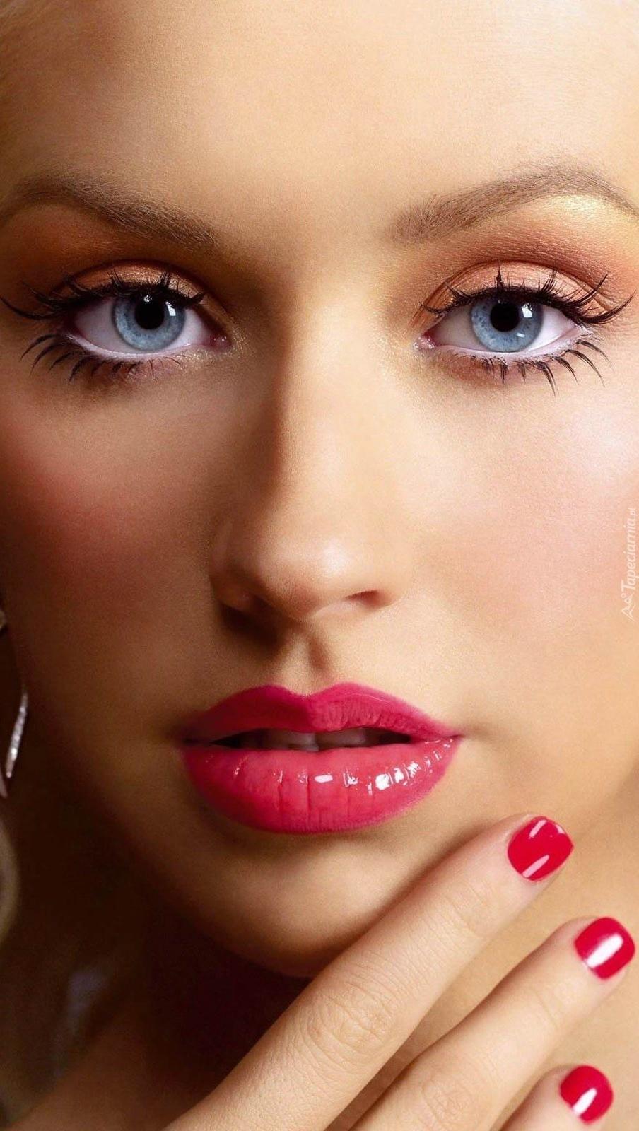 Christina Aguilera w delikatnym makijażu