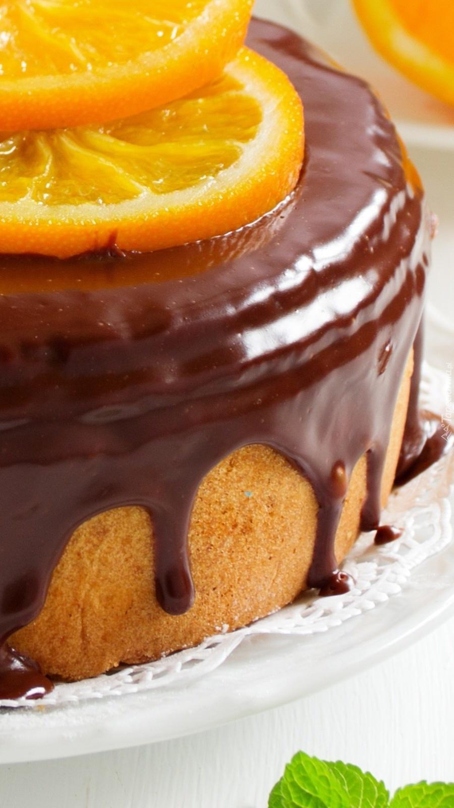 Ciasto z czekoladą i plastrami pomarańczy