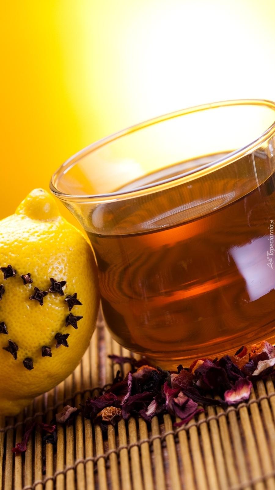 Cytryna i filiżanka herbaty
