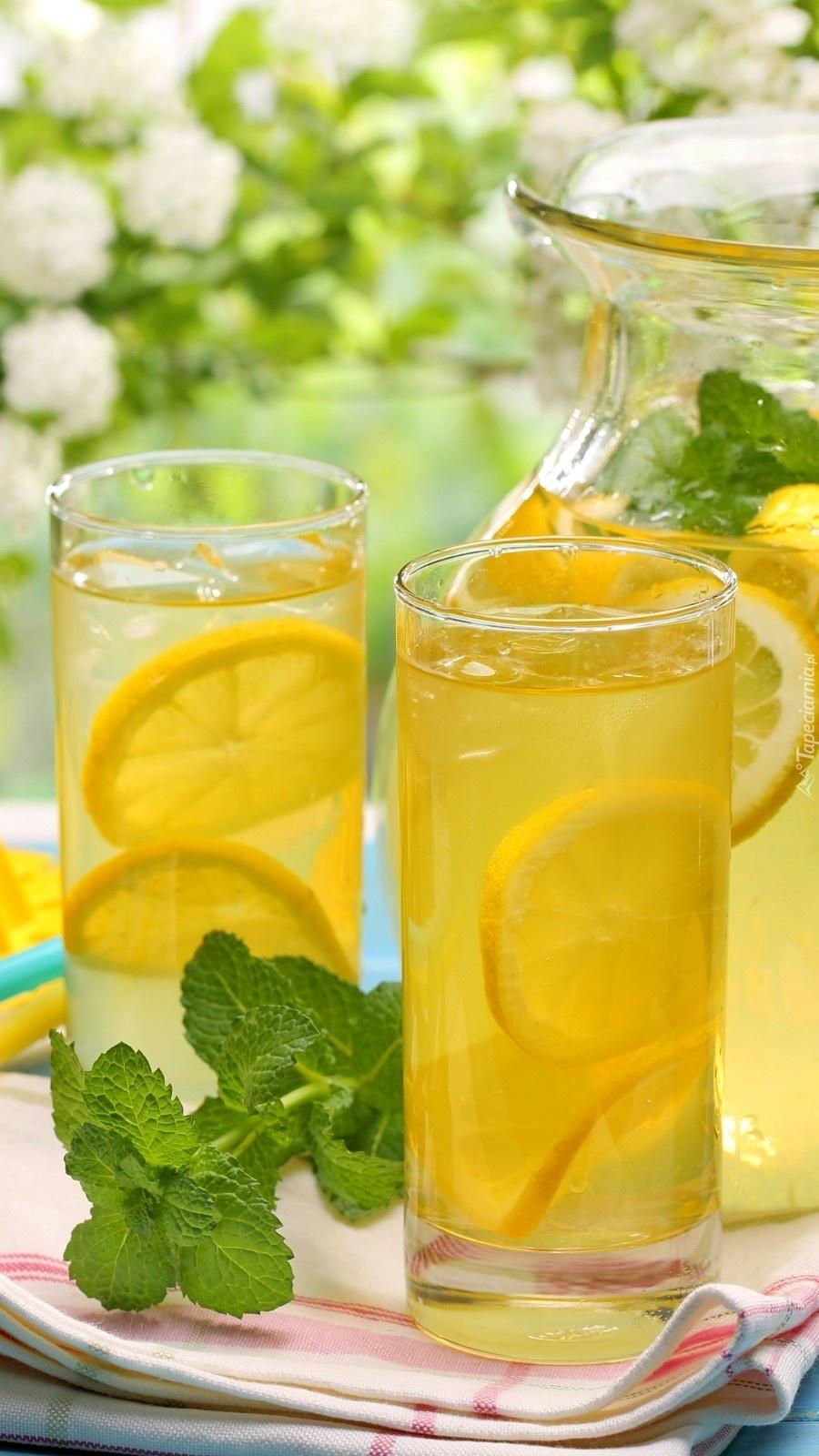 Cytrynowa lemoniada z miętą
