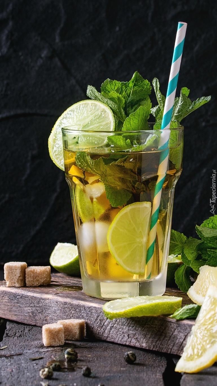 Cytrynowy napój z miętą