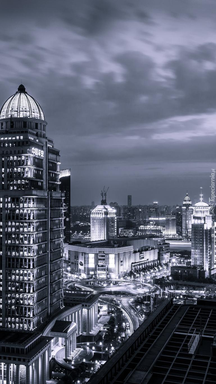 Czarno-białe drapacze chmur w Szanghaju