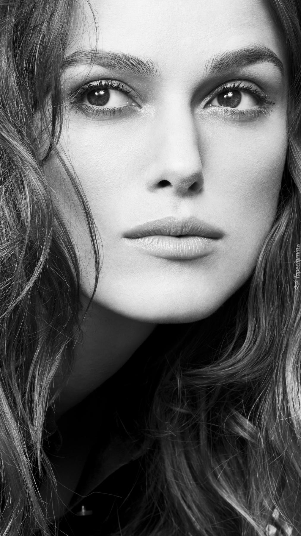 Czarno-białe zdjęcie Keiry Knightley