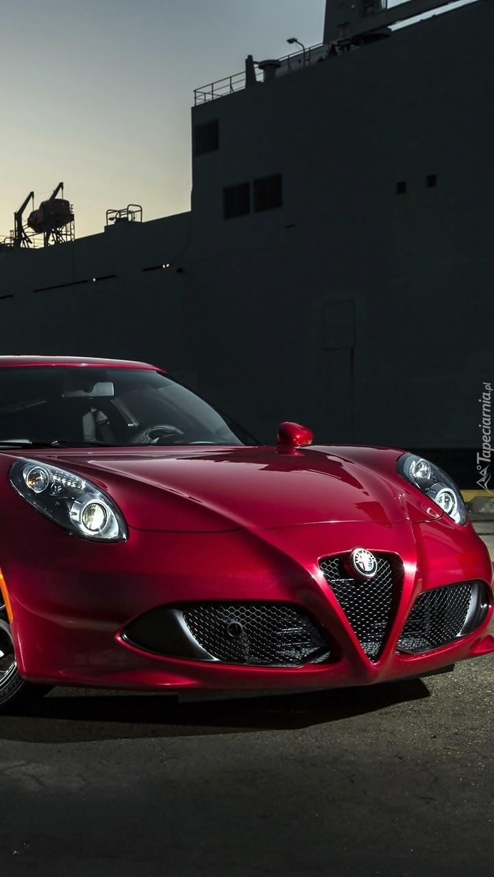 Czerwona Alfa Romeo 4C