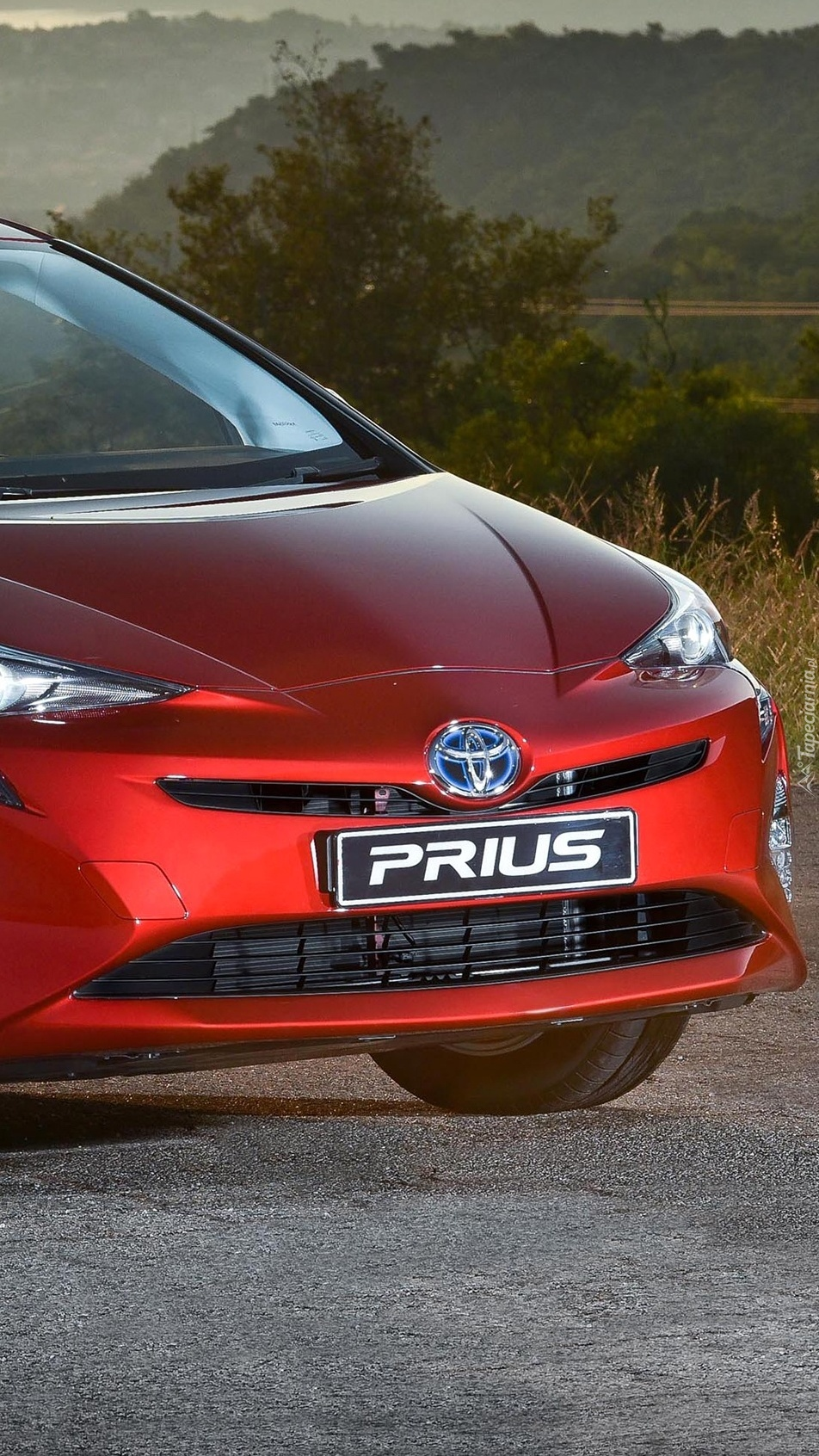 Czerwona Toyota Prius