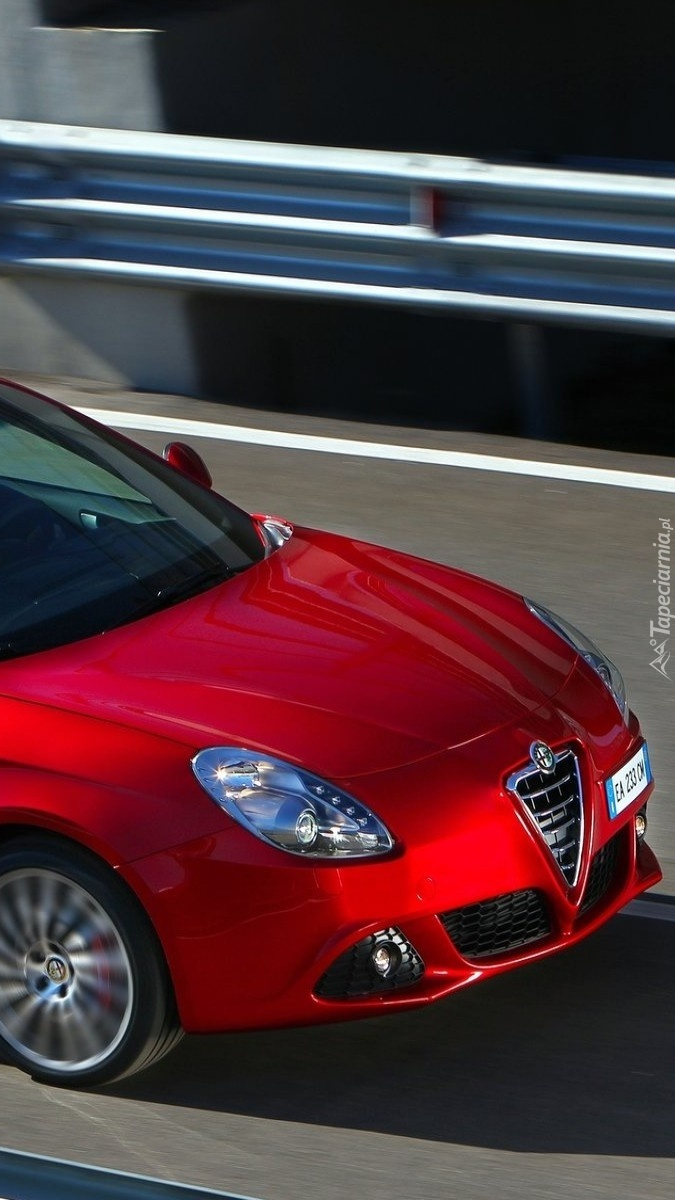 Czerwone Alfa Romeo Giulietta