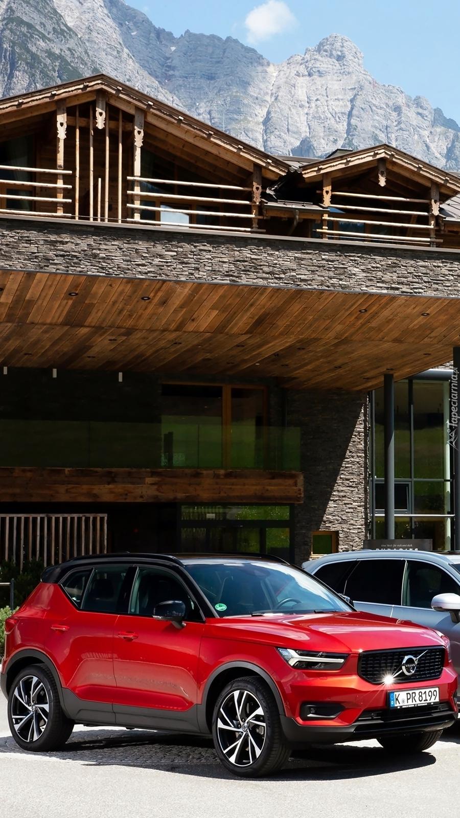 Czerwone Volvo XC40