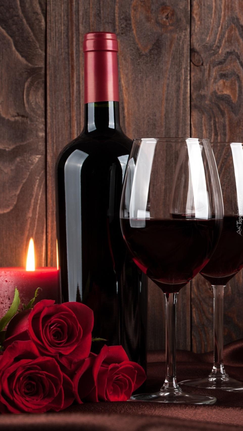 Czerwone wino i róże
