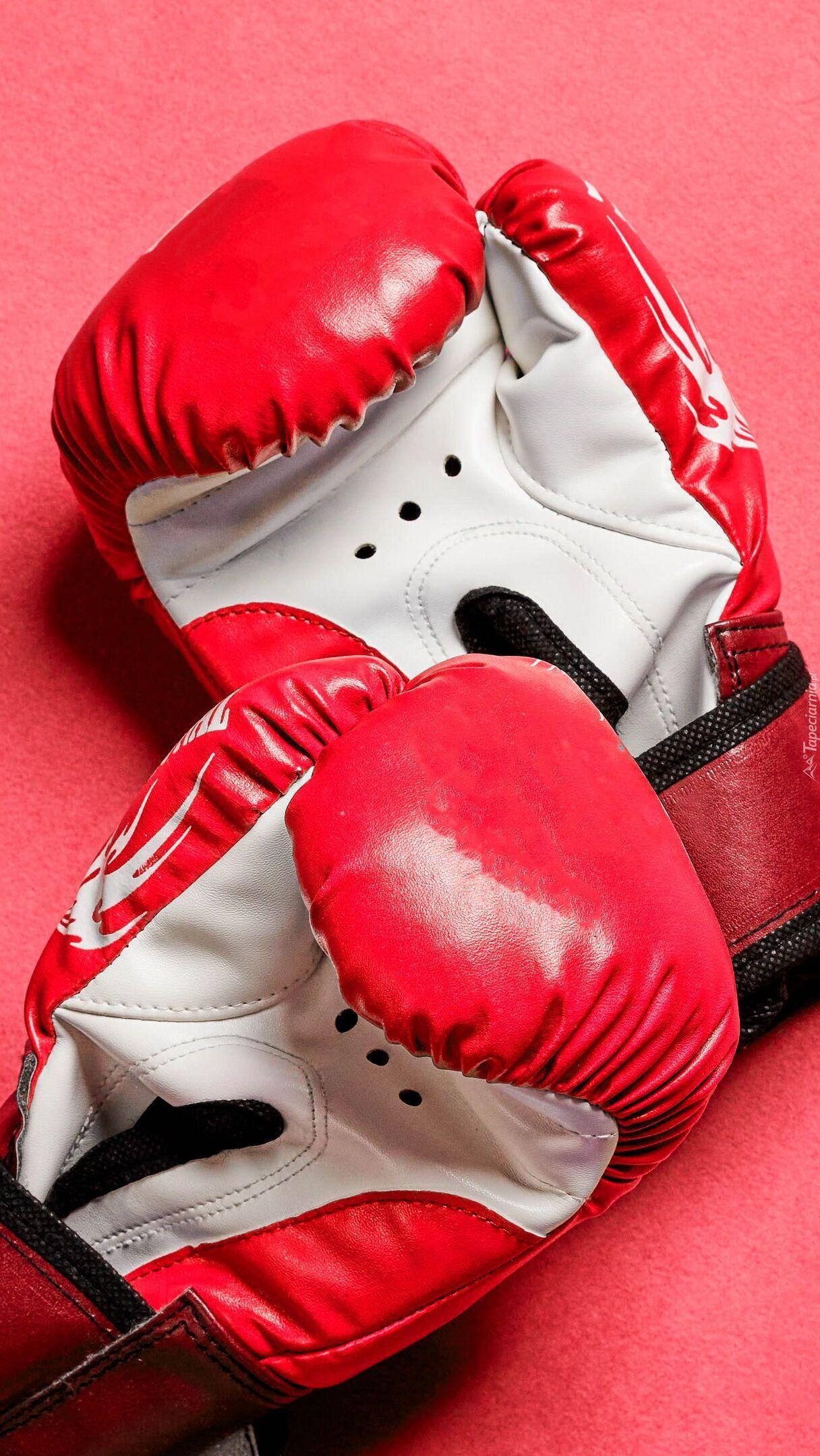 Czerwono-białe rękawice bokserskie
