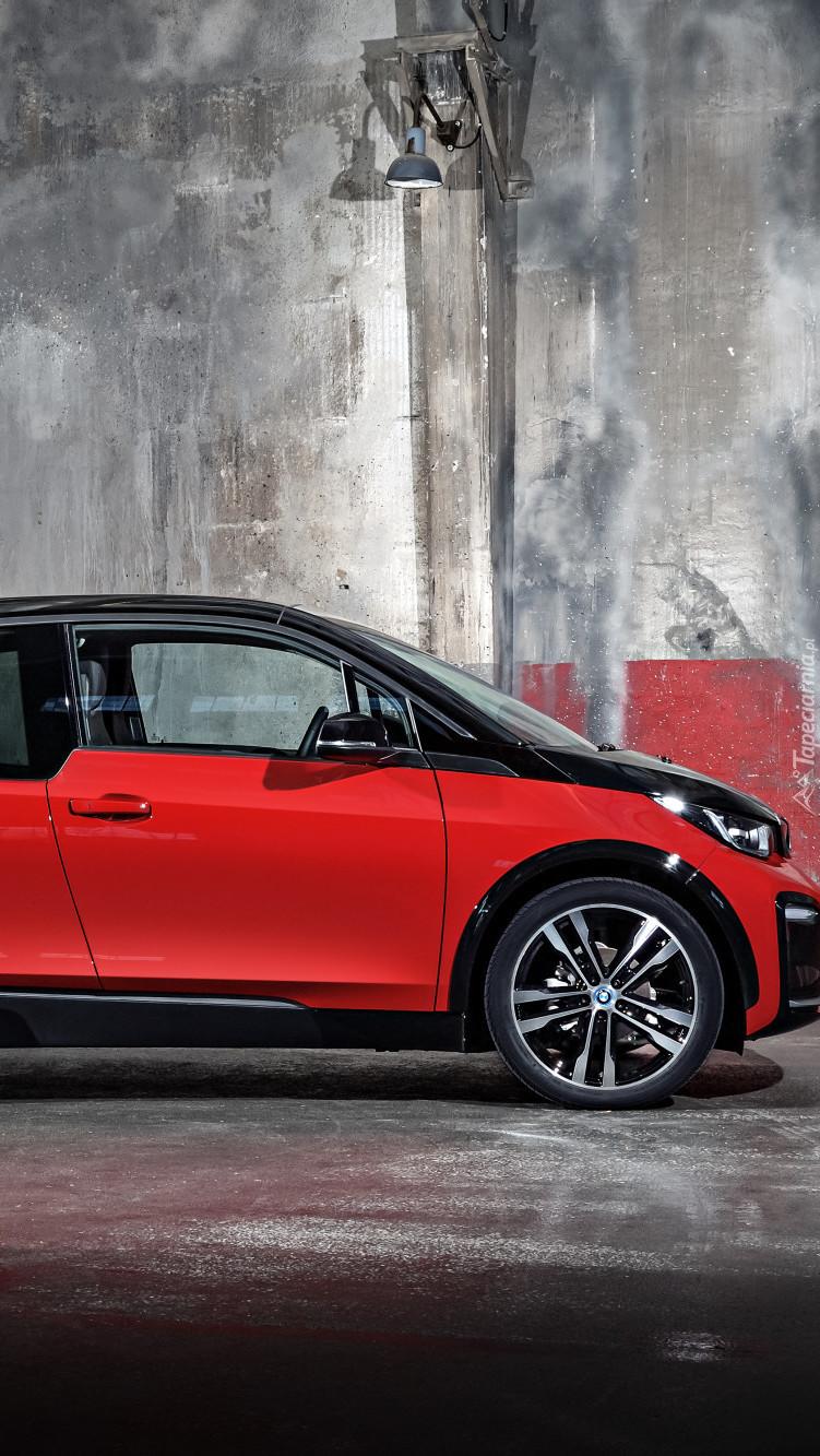 Czerwono-czarne BMW i3