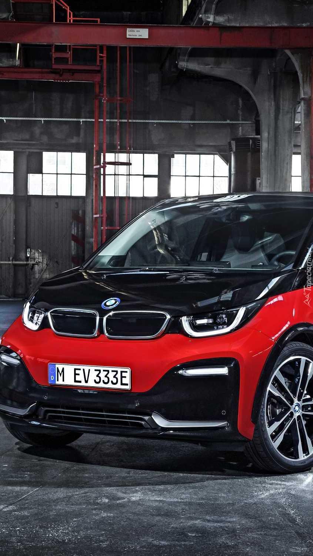 Czerwono-czarne BMW i3 przodem