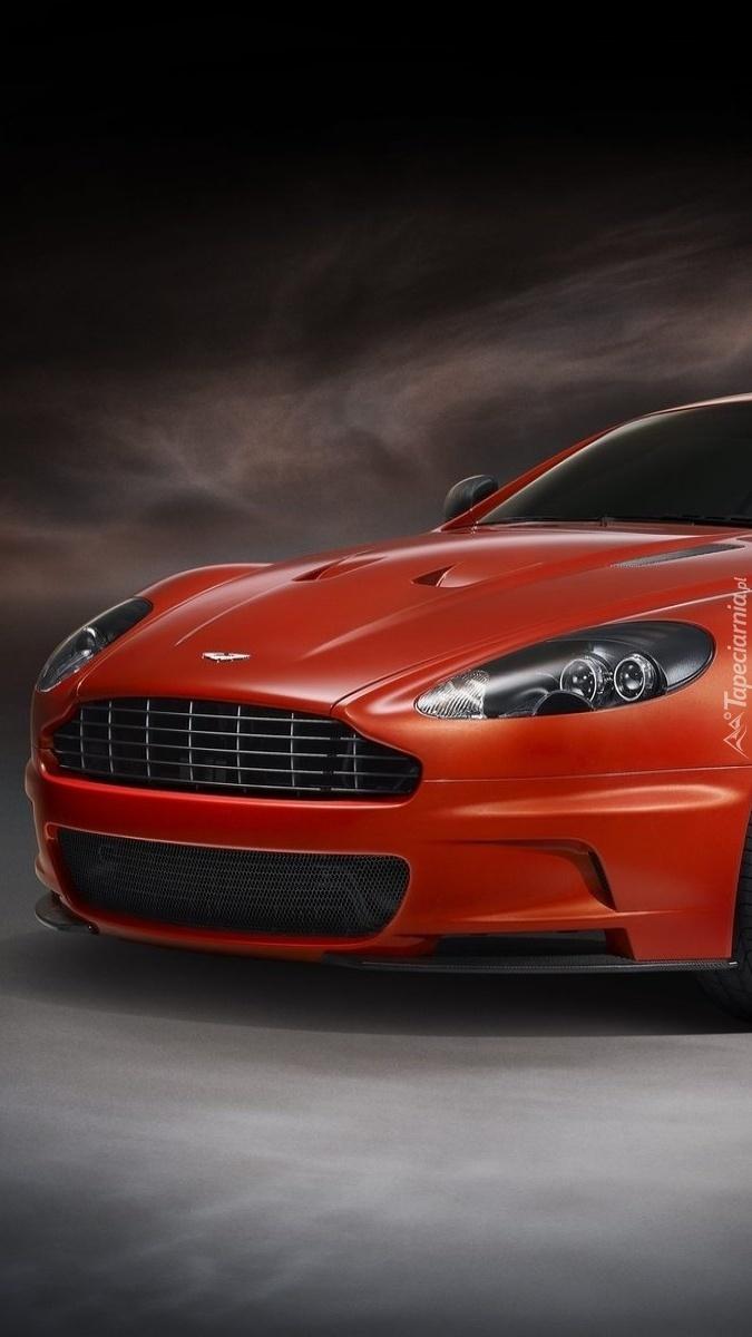 Czerwony Aston Martin DBS Carbon Edition