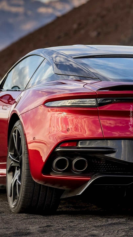 Czerwony Aston Martin DBS Superleggera