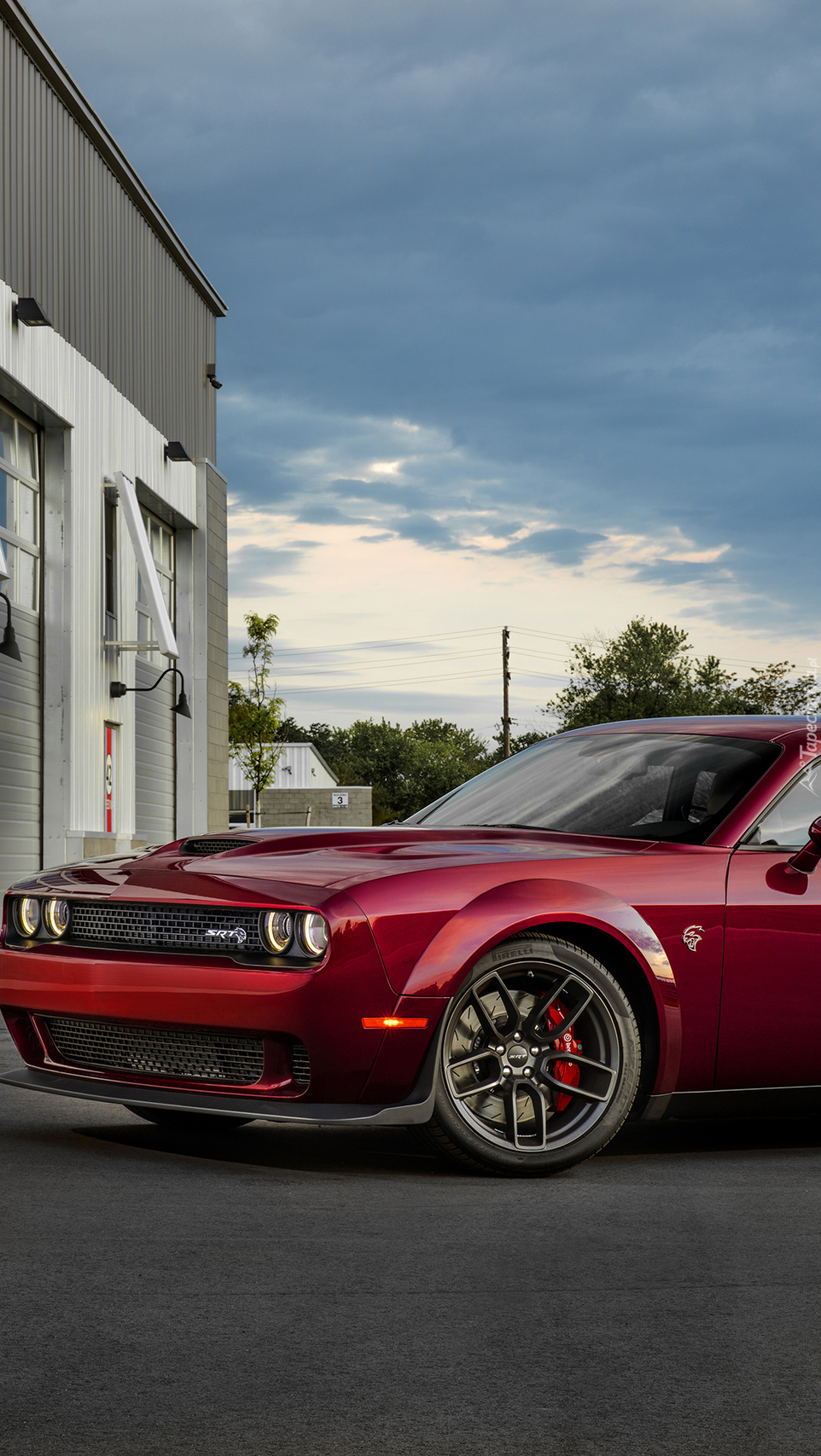 Czerwony Dodge Challenger SRT Hellcat Widebody