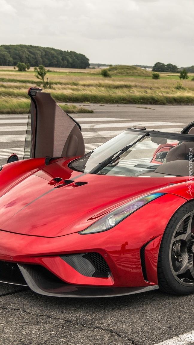 Czerwony Koenigsegg Regera