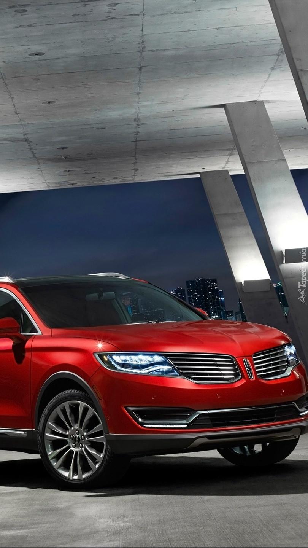 Czerwony Lincoln MKC