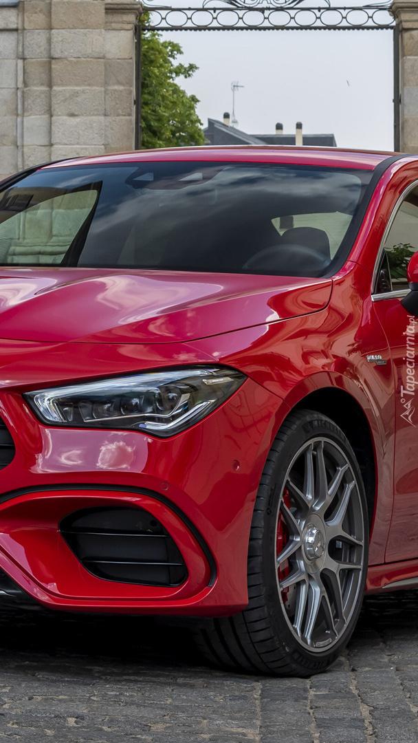 Czerwony Mercedes-AMG CLA 45 S