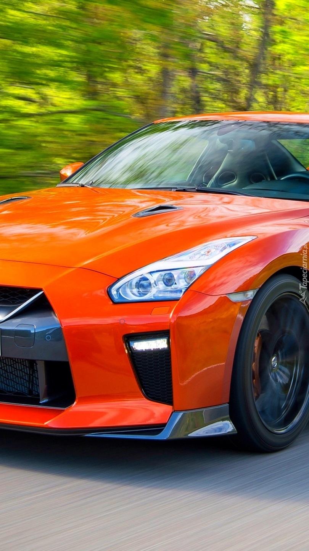 Czerwony Nissan GT-R