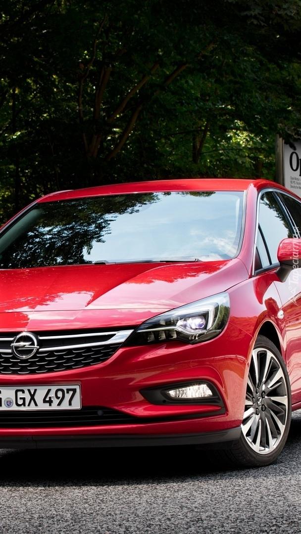 Czerwony Opel Astra Sports Tourer