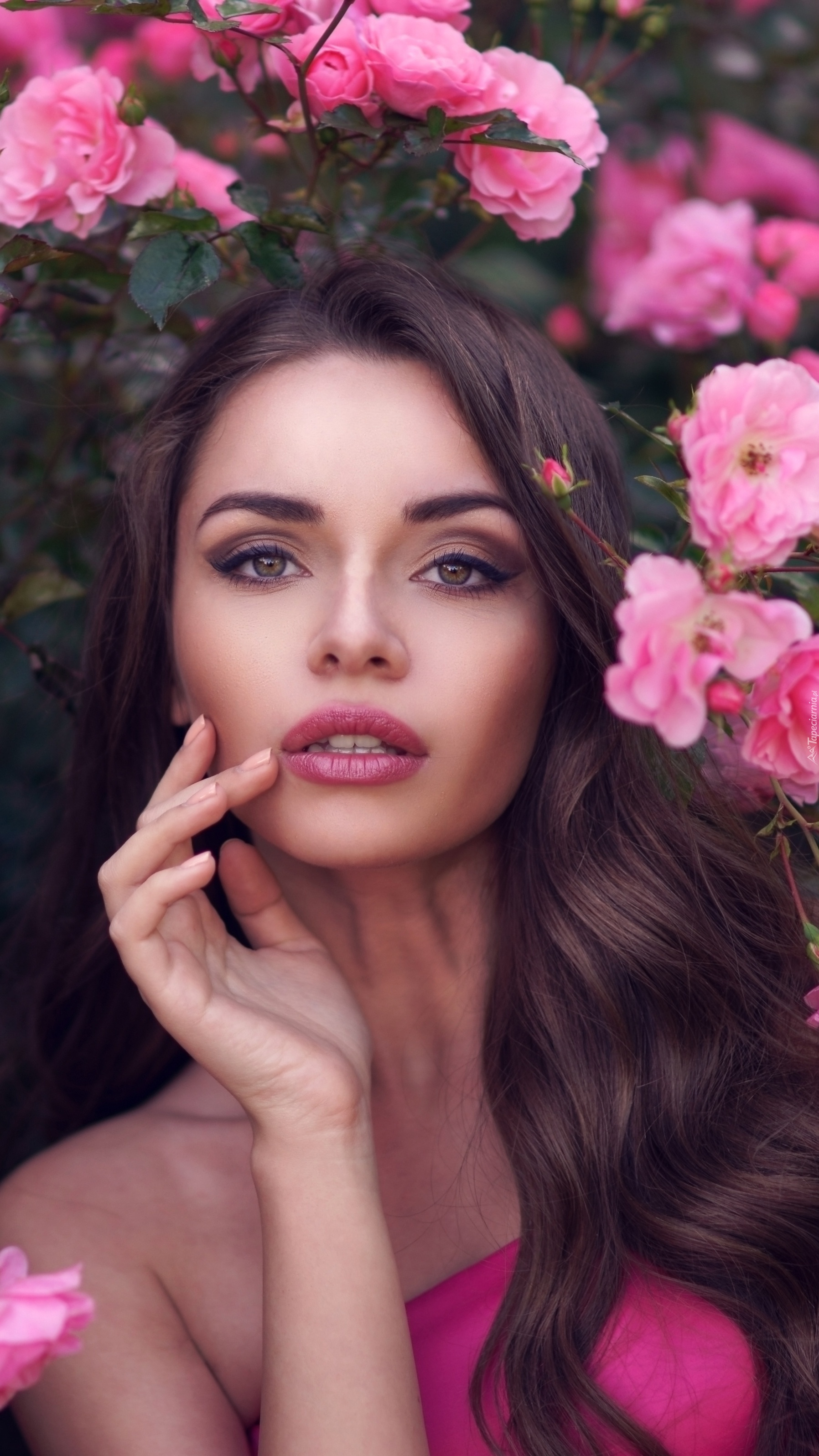 Dama pośród róż