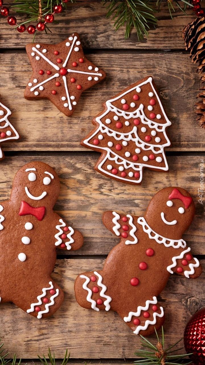 Dekoracja świąteczna z pierniczków z lukrem