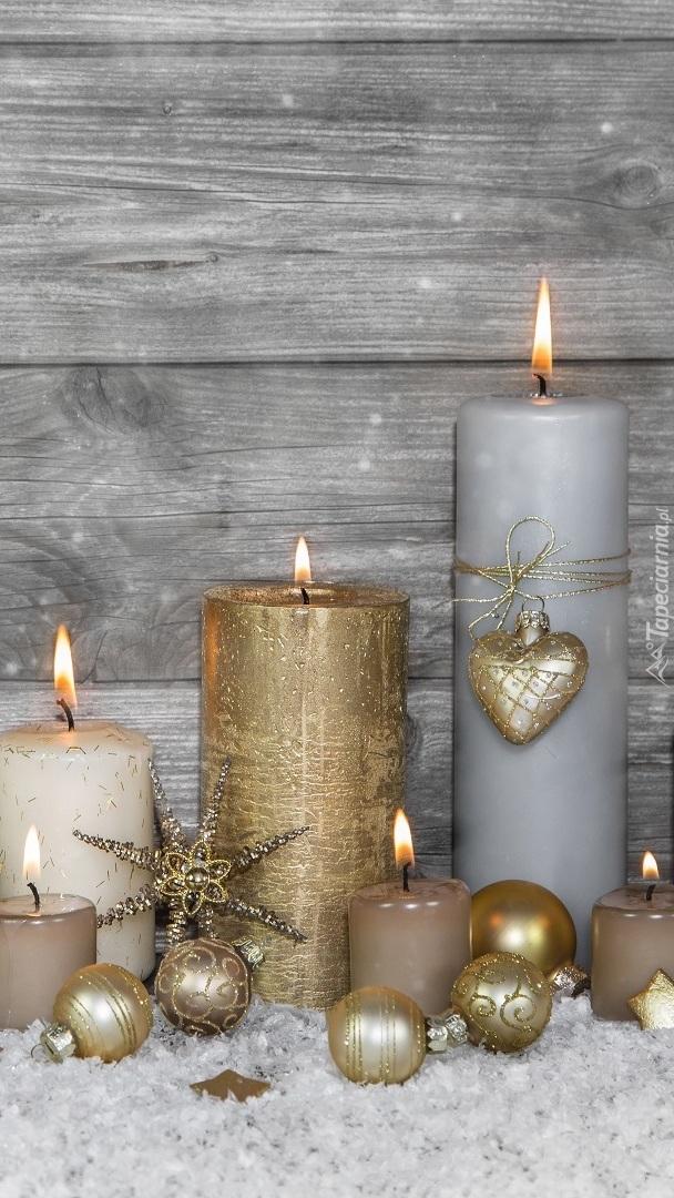 Dekoracyjne świece i bombki
