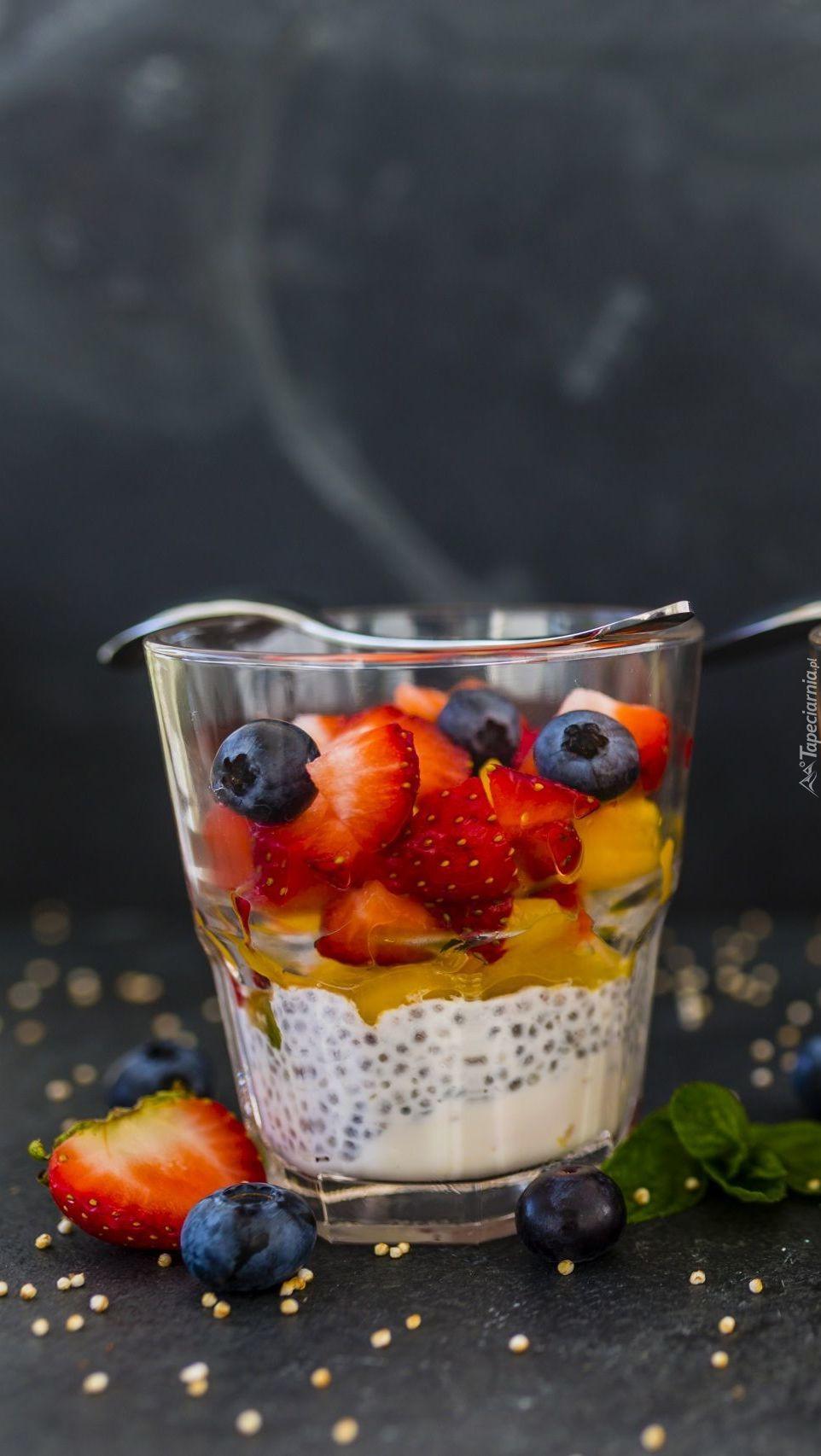 Deser owocowy w szklance