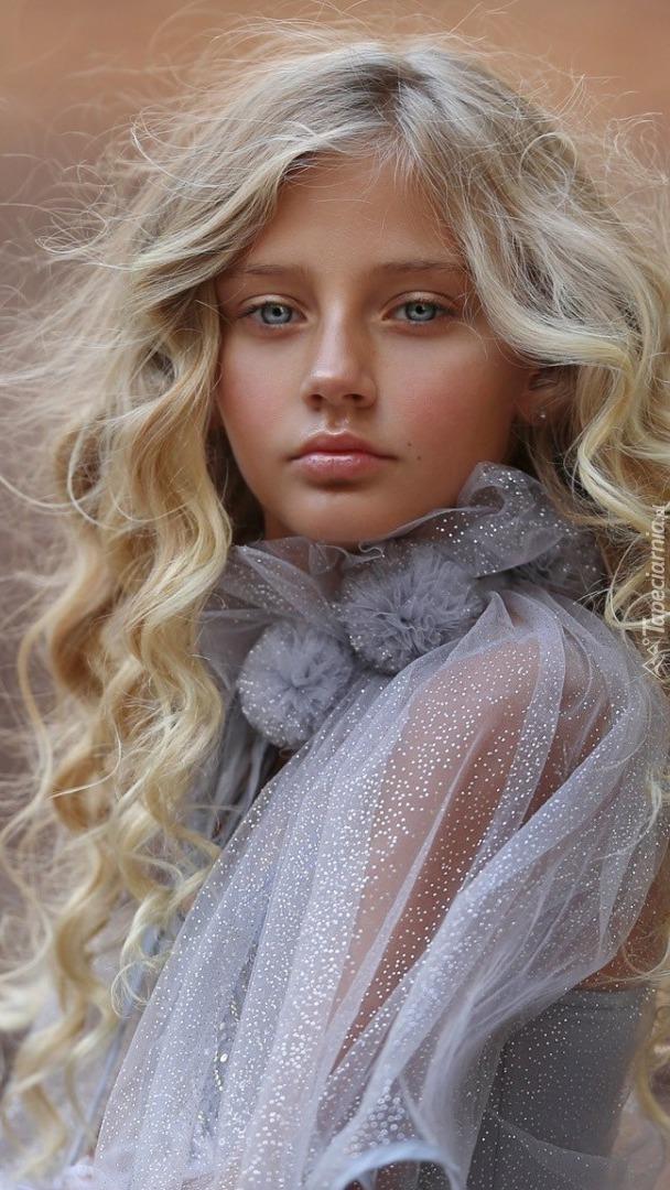 Długowłosa blondynka