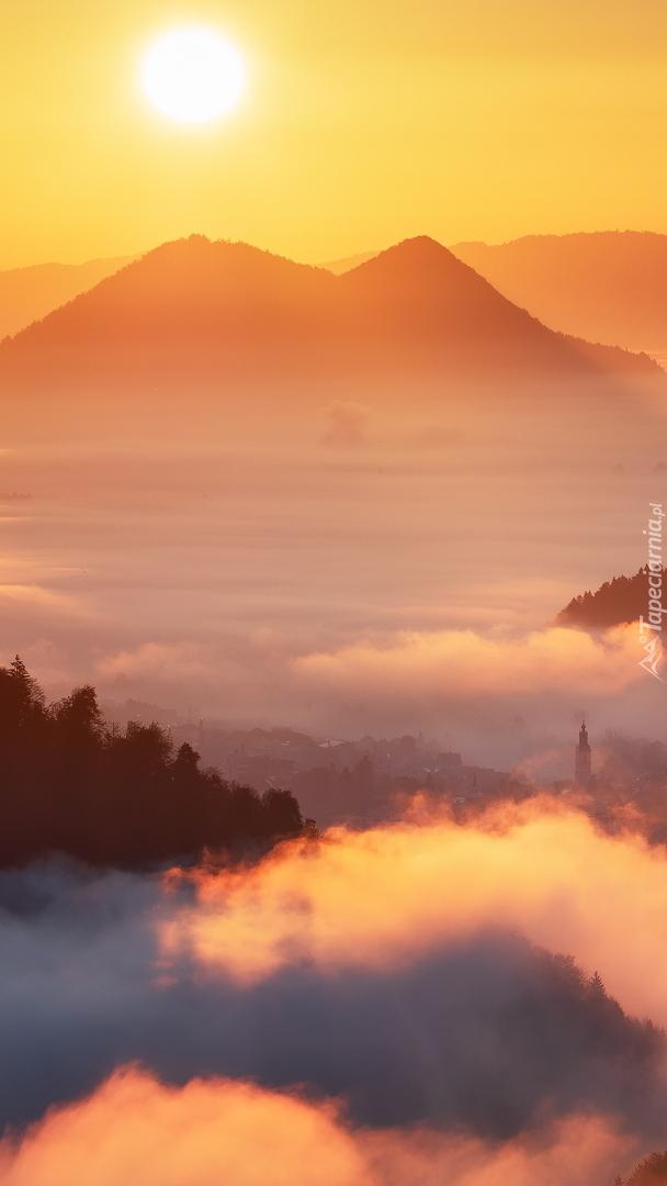 Dolina o zachodzie słońca