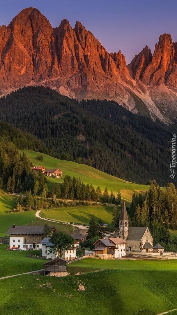 Dolina Val di Fune i góry Dolomity