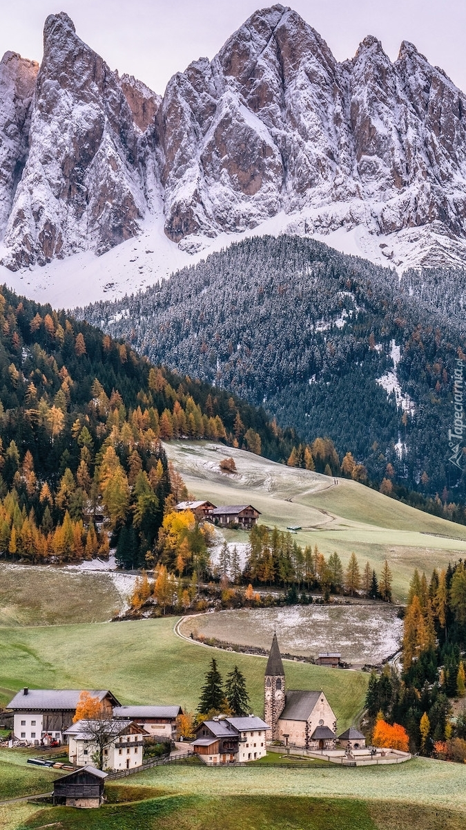 Dolina Val di Funes na tle masywu Odle
