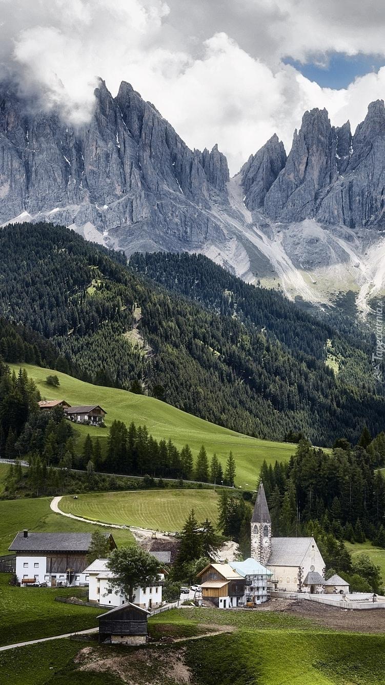 Dolina Val di Funes w Dolomitach