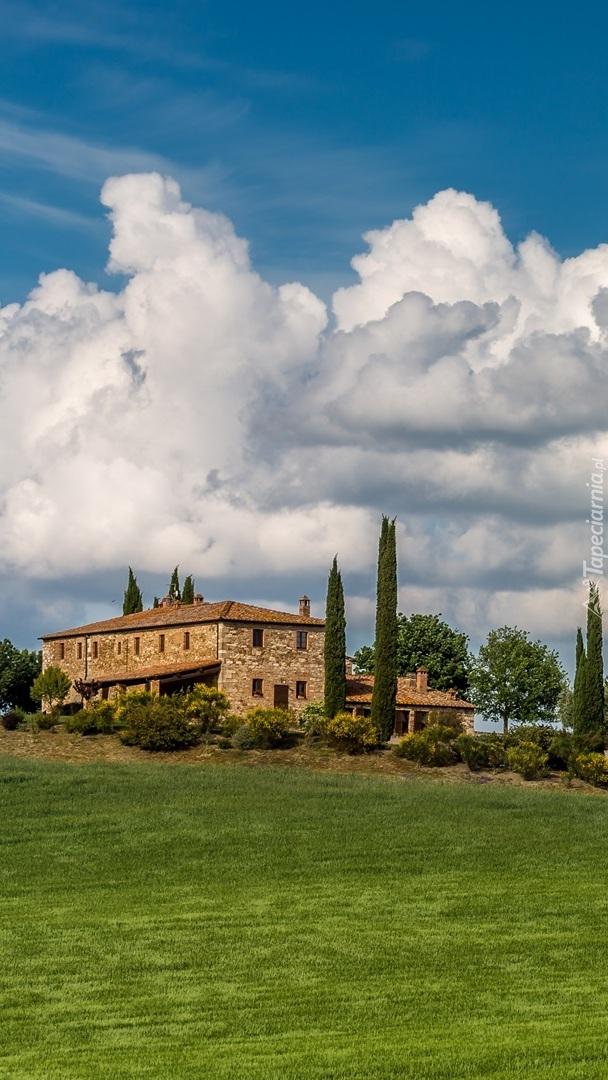 Dom na wzgórzu w Toskanii