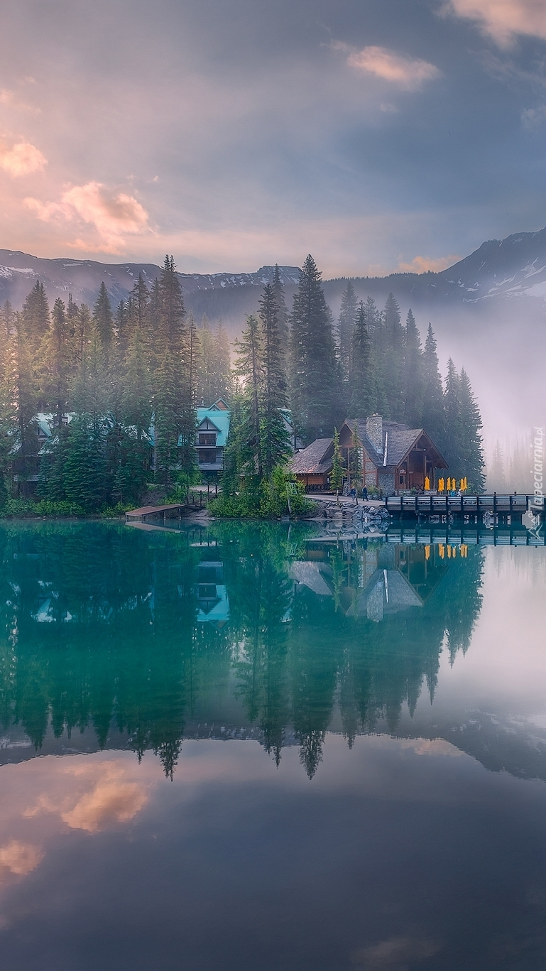 Dom nad jeziorem Emerald Lake