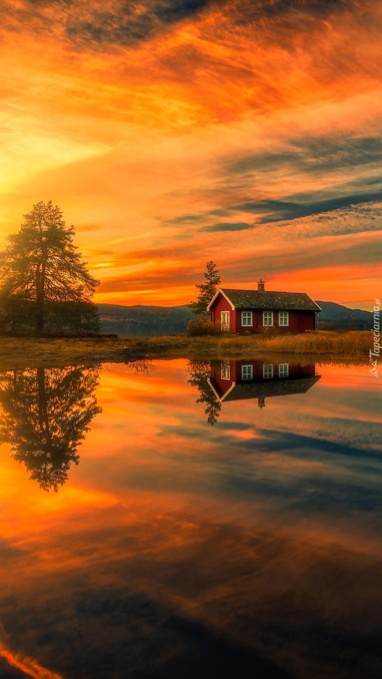 Domek na skraju jeziora