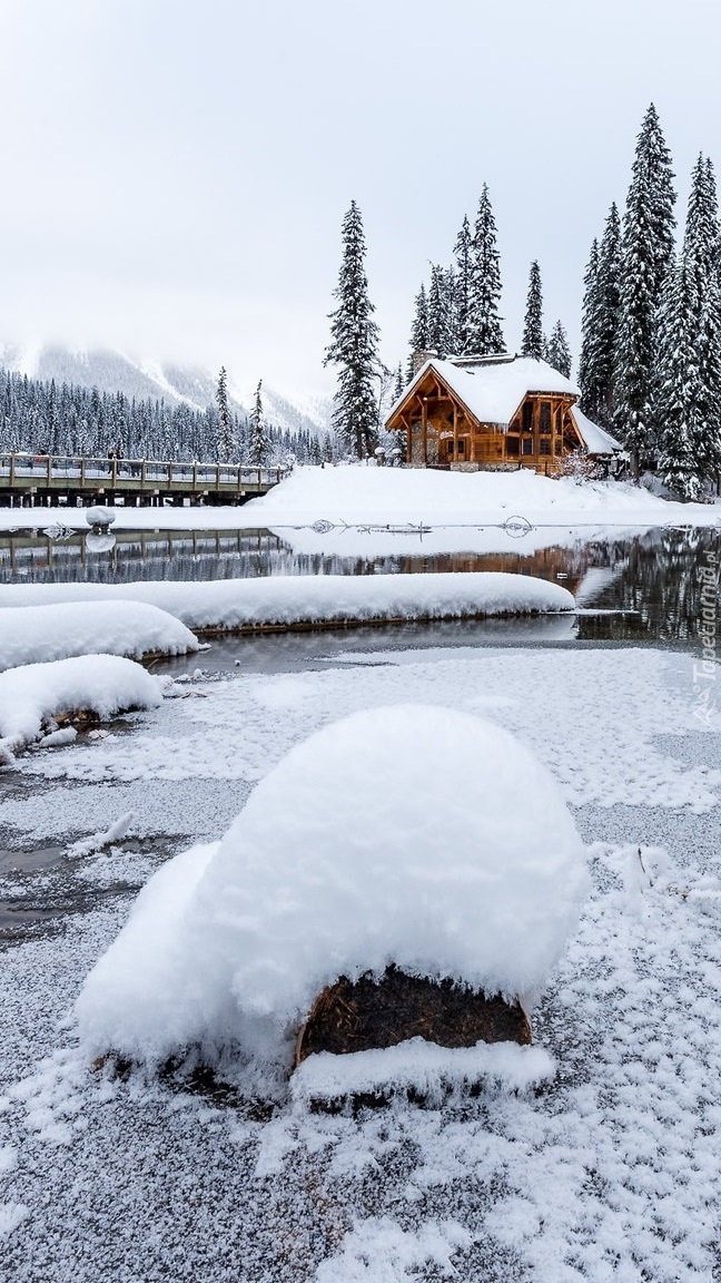 Domek nad jeziorem Emerald Lake