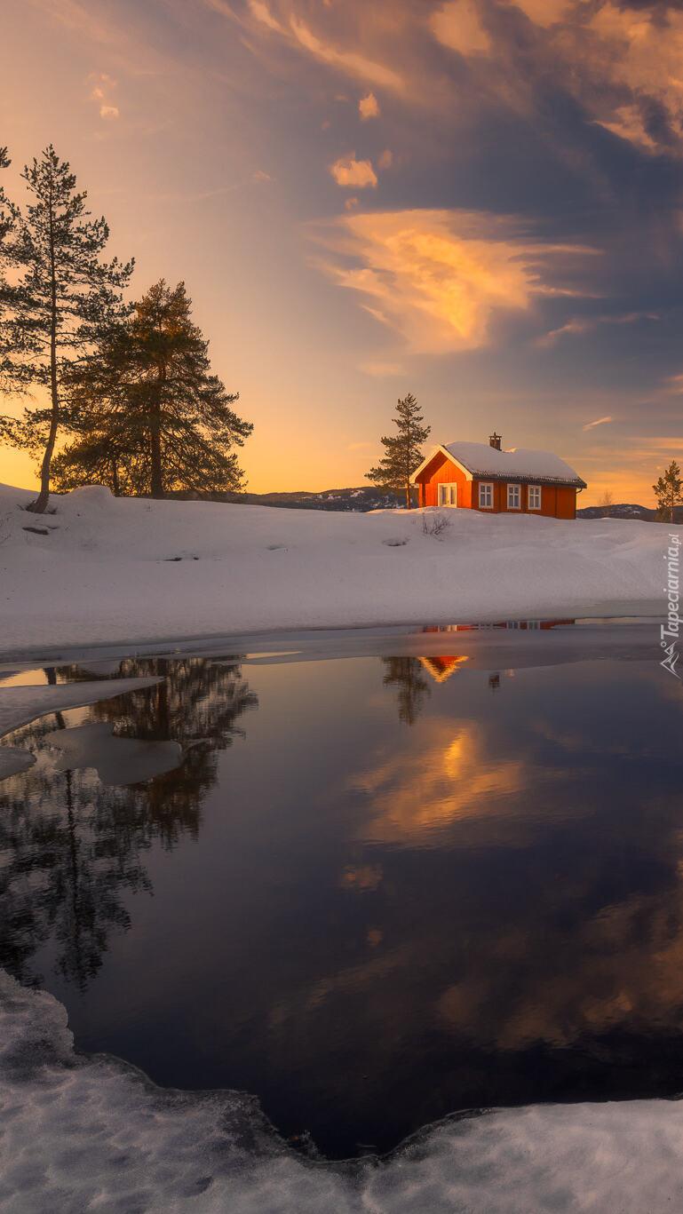 Domek nad jeziorem Vaeleren