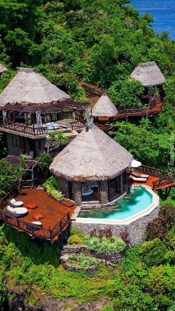 Domki i rośliny na wyspie Laucala